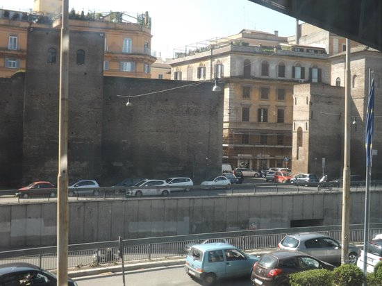NH Collection Roma Vittorio Veneto: View from the room