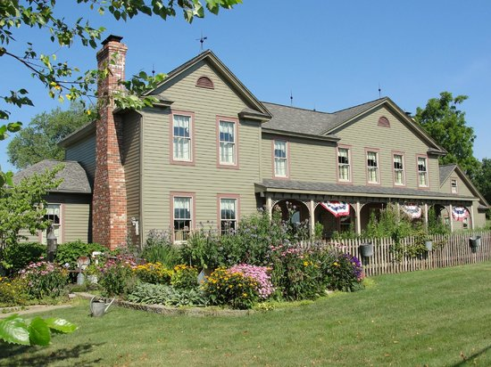 Copley, OH: An 1876 Country Farmhouse Experience