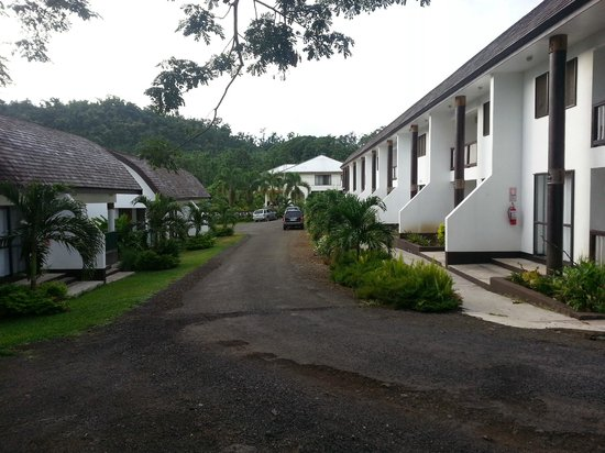 Samoa Tradition Resort: Looking up the driveway