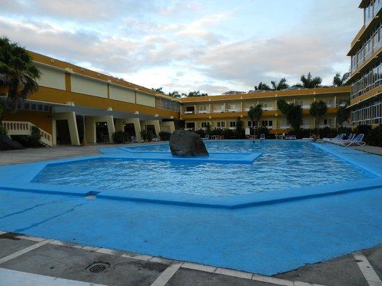 Hotel Islazul Sierra Maestra: Otra vista de la piscina
