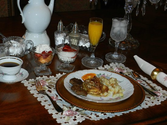 Thomasville Bed and Breakfast: Complimentary Breakfast
