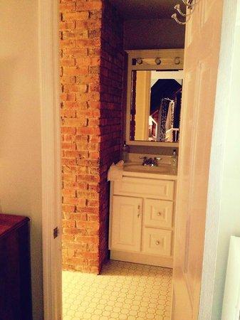 Asbury Park Inn : Crest Suite bathroom