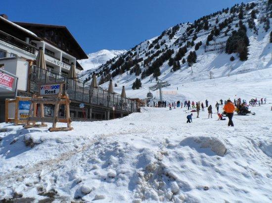 Hotel Madeleine: Bottom of the slopes