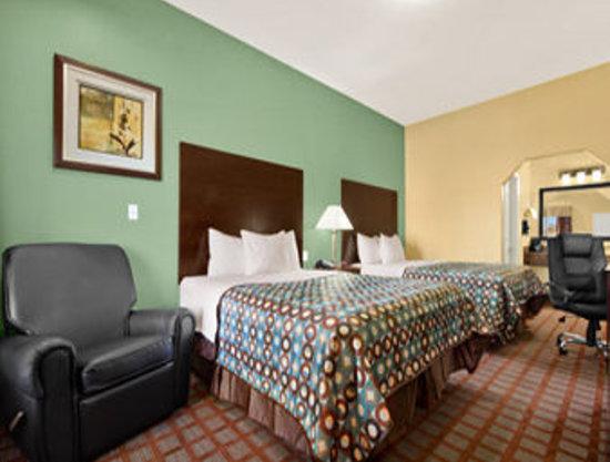 Days Inn Kilgore: Two Queen Beds