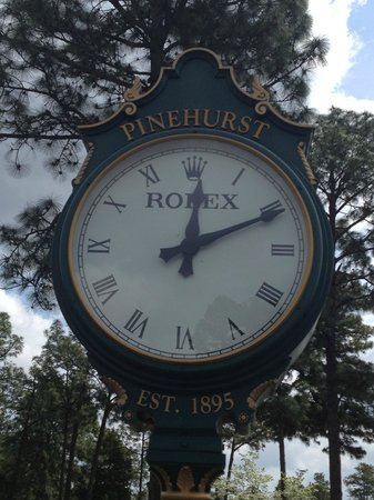 Pinehurst Course Number 2 : love the clock at the 1st tee