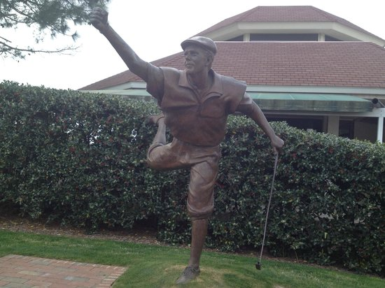 Pinehurst Course Number 2 : a powerful tribute