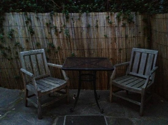 MacCallum House Inn: Private Outdoor seating area