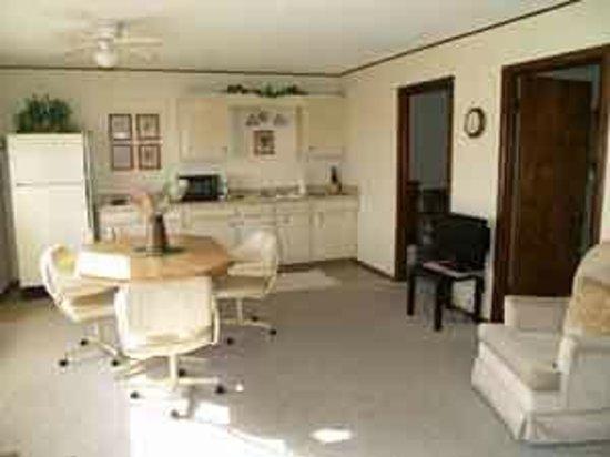 Kapilana Resort: Poolside room