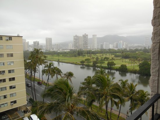 Waikiki Sand Villa Hotel: View from our room of the canal and golf course