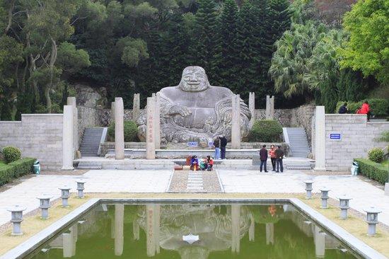 Ruiyan Mile Statue
