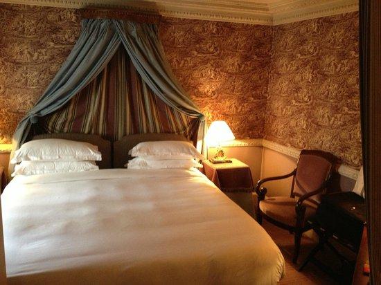 L'Hotel: Room