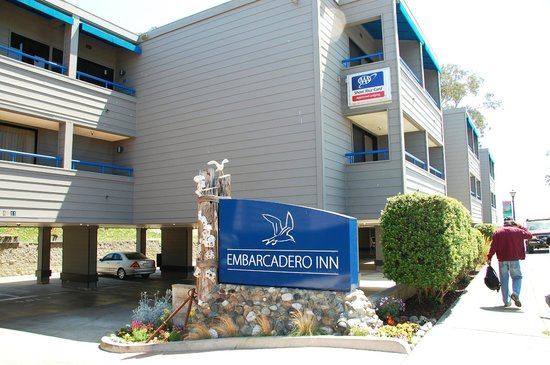 456 Embarcadero Inn & Suites: Front of hotel