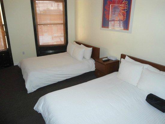 โรงแรมรอยัลพาร์คแอนด์โฮสเทล: Beautiful, New York style room