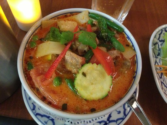 Cha Ba thai spicy: Roasted duck house curry