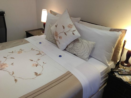 Brookville Guest House: Comfortable Double Bed