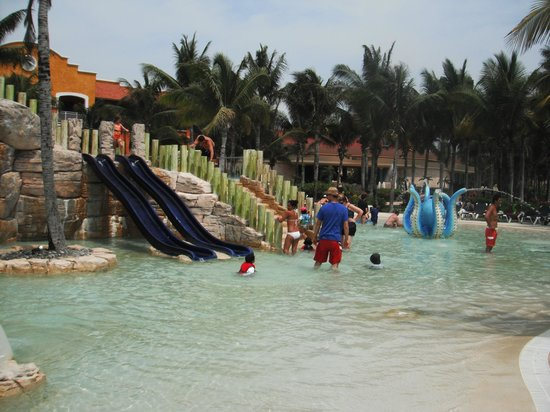 Barcelo Maya Colonial: Another shot of the kids water park/pool.