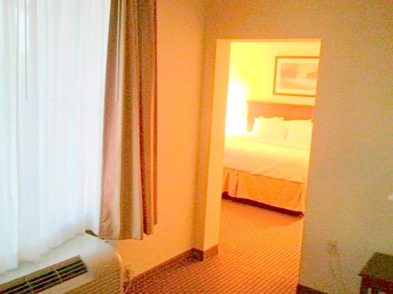 Comfort Inn & Suites: Bedroom from the living space