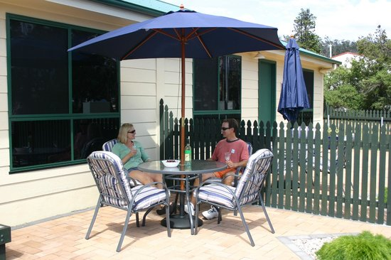 Bicheno's A+ Apartments: Courtyard area