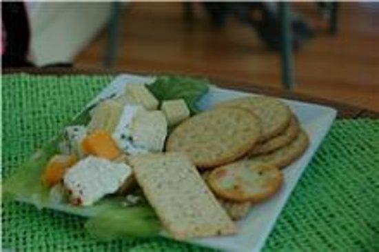 Aux Douceurs Du Passant: Plateau de fromage entre l'entrée et le repas