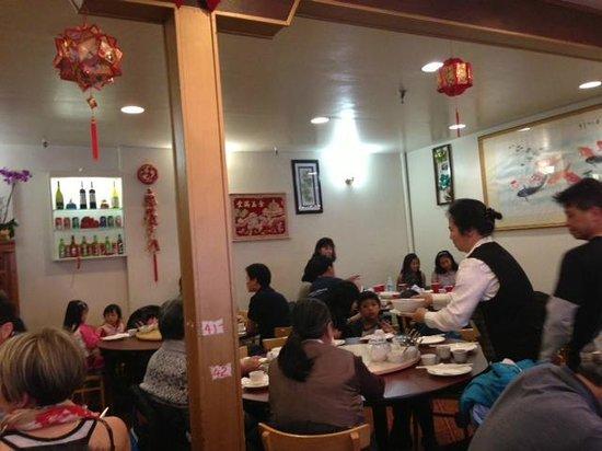 Hong Kong Clay Pot Restaurant: inside