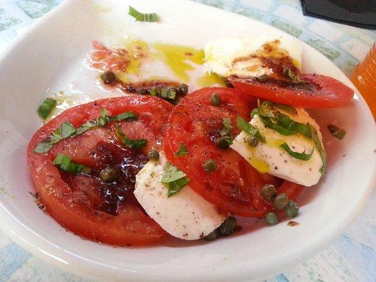 Scamotz Tomato Pies: Caprese Salad