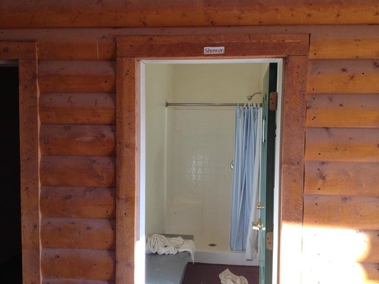 Zion Ponderosa Ranch Resort: A nice shower... with no amenities like soap!