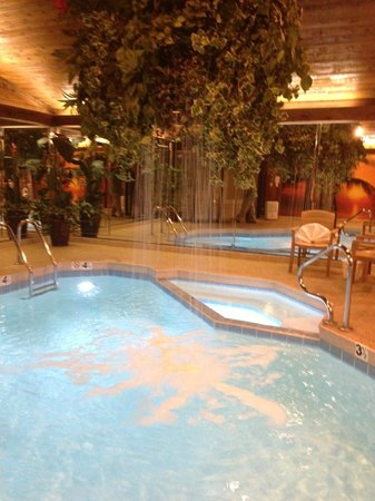 Sybaris Frankfort: Pool with waterfall and hot tub!
