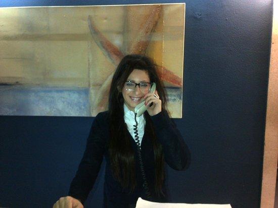 Hotel Palma Mazas: Evelyn - receptionist