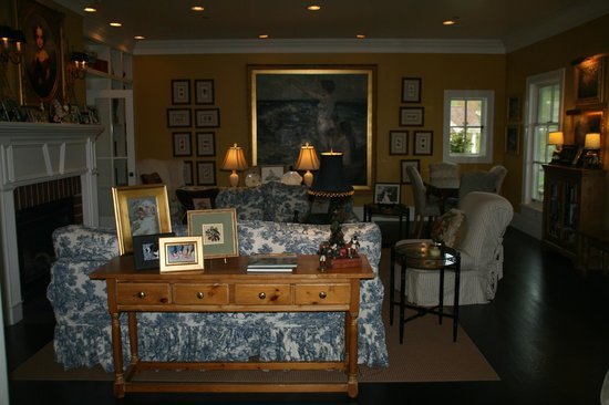 The Inn on Orcas Island: Sitting Room, typical of how beautifully decorated the entire house was
