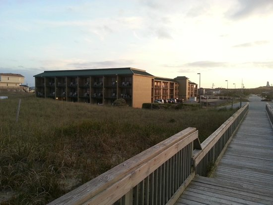 Quality Inn Carolina Oceanfront: View of Quality Inn from beach access