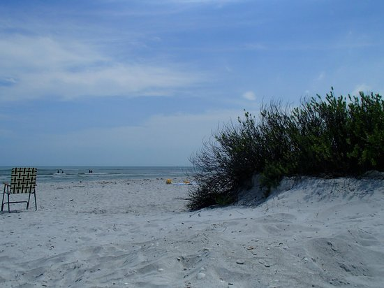Pelicans Roost: Beach