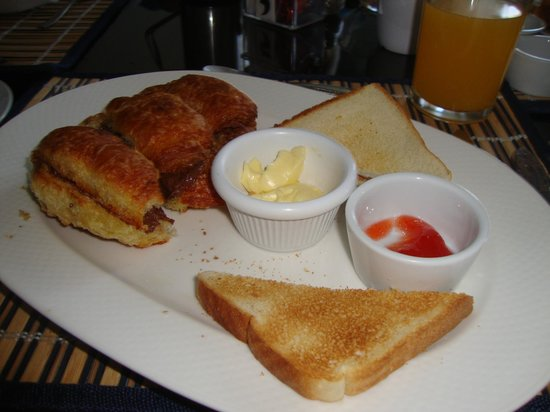 Hotel Luisiana: Italian Breakfast - Croissant with Nutella