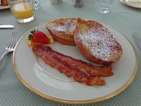 Inn at Old Virginia: Sunday Breakfast
