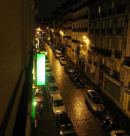Ibis Styles Paris Cadet Lafayette : view from our room.