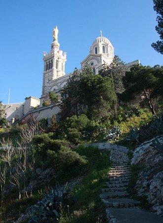 Basilique Notre-Dame de la Garde : Тропинка к Нотр-Дам деля Гард