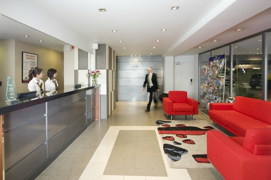 Quest Newmarket Serviced Apartments: Entry from the car park