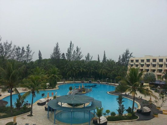 HARRIS Resort Batam Waterfront: Pool view from our room