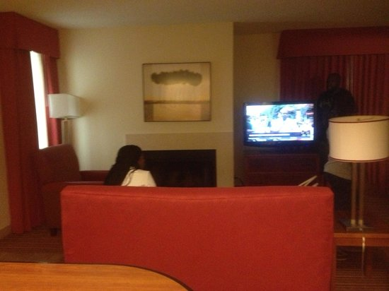 Residence Inn Jacksonville Baymeadows : Nice fire place