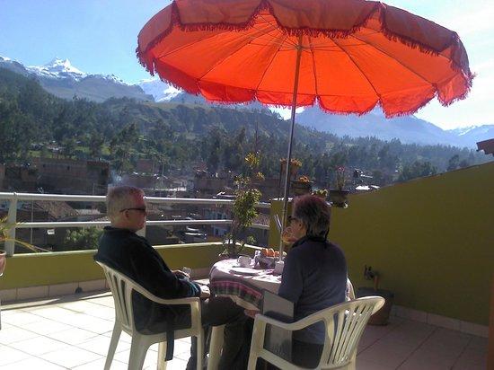 abraham en la terraza de morales guesthouse