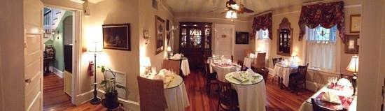 Inn On Charlotte : dining area