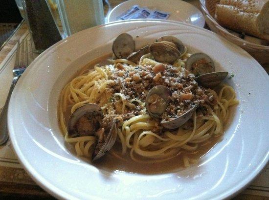 Ralph's Italian Restaurant: Linguine with White Clam Sauce