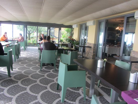 Hotel Aurora: Breakfast Dining