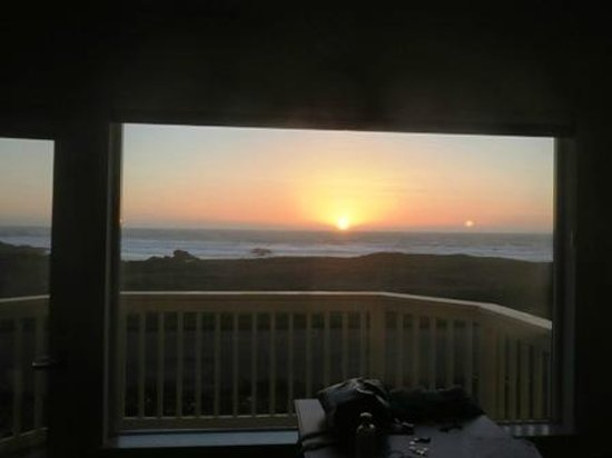 Ocean View Lodge: Pacific Sunset - Room View