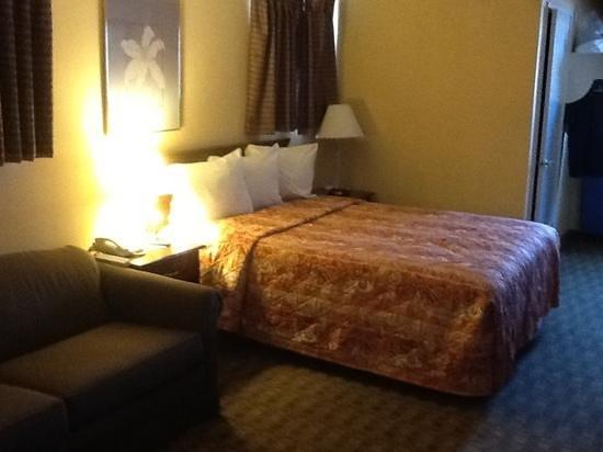 Ramada Poway: room 114