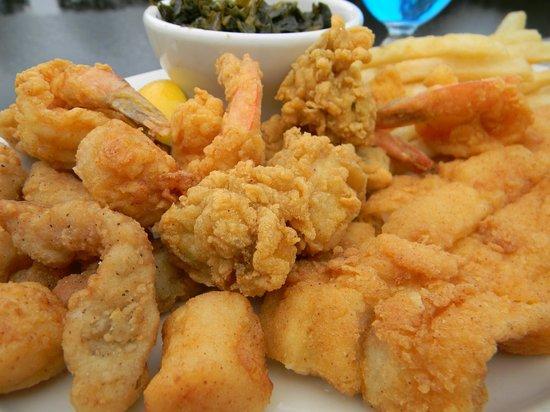 Fried seafood platter light crispy batter on fresh for Fried fish and shrimp