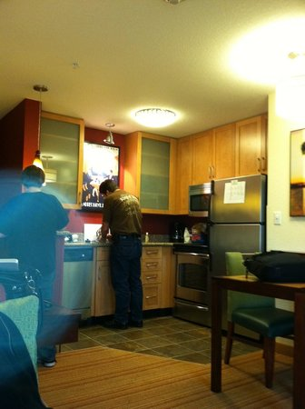 Residence Inn Portland Airport at Cascade Station: a view of the kitchenette