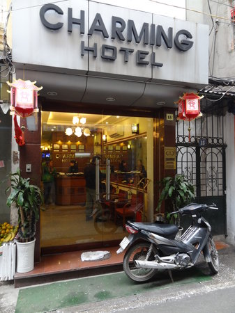 Hanoi Charming Hotel: Front of hotel
