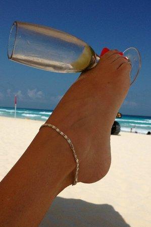 Live Aqua Beach Resort Cancun: Tequila shots!