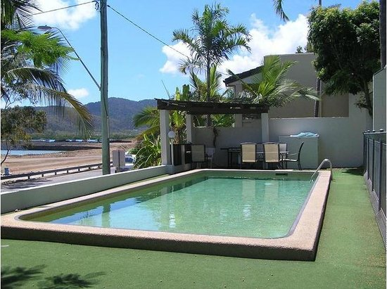 Seaview Apartments: Pool/BBQ