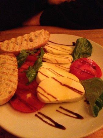 Pavz Creperie: caprese salad